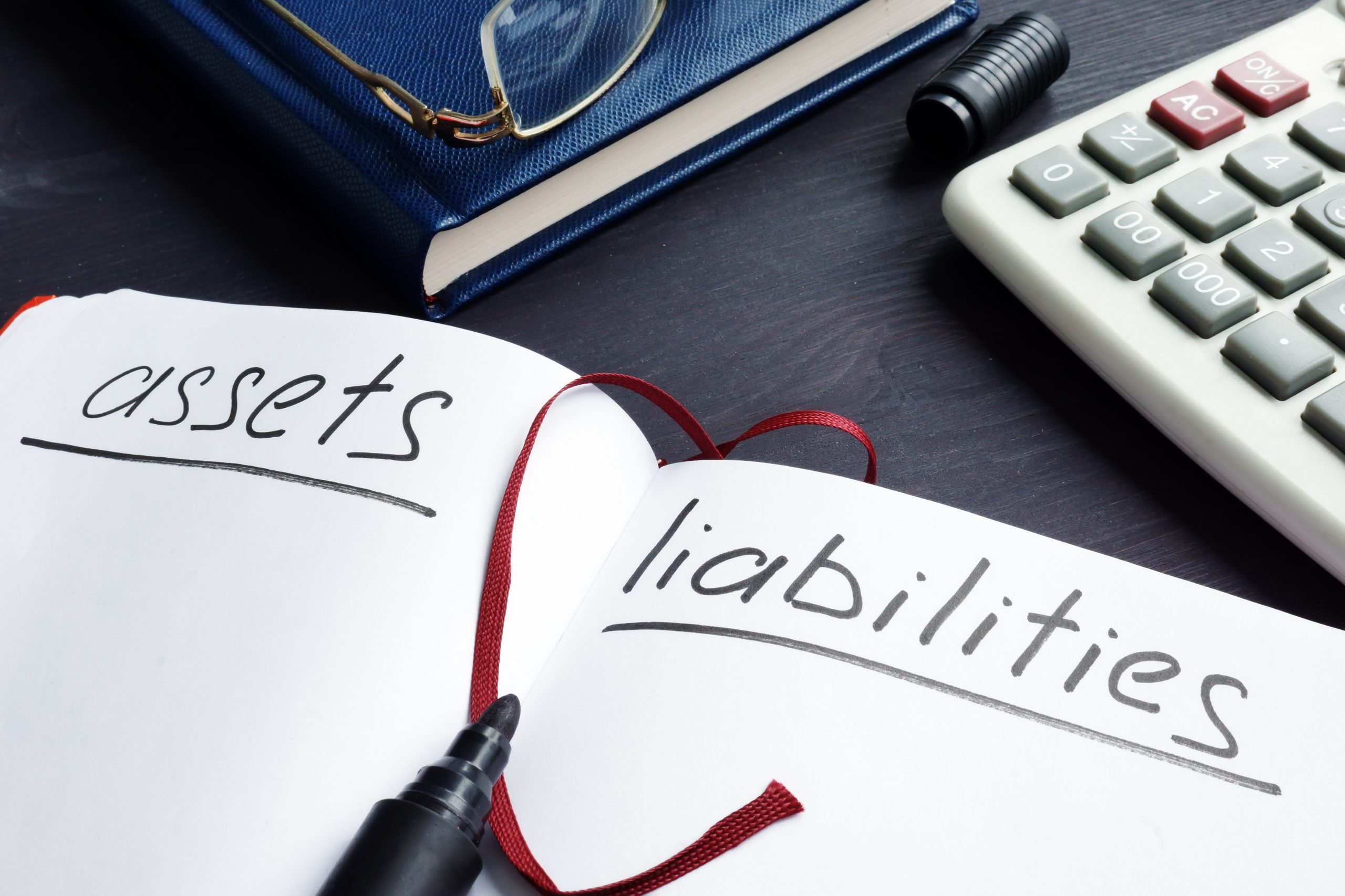 Understanding and identifying company liabilities can be challenging. We will show you the types of liabilities in accounting and classify what you owe.